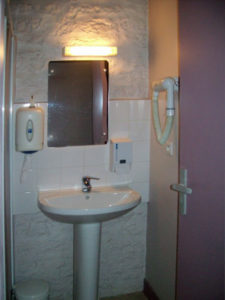 Salle de bain du Centre Hébergement d'Urgence